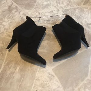 Shoes - NWOT sexy black leopard heeled Booties